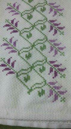 Cross Stitch Art, Cross Stitch Borders, Cross Stitch Flowers, Counted Cross Stitch Patterns, Cross Stitching, Cross Stitch Embroidery, Cross Designs, Cross Stitch Designs, Bordados E Cia