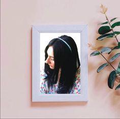 Come riciclare e rendere super cool in pochi semplici passaggi un cerchietto per capelli anonimo Bridal Hair Accessories, Diy Fashion, Frame, Crafts, Decor, Picture Frame, Manualidades, Decoration, Bridal Hair Jewellery