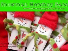 Craft Fair Goodies & Video Tutorial: Snowmen Hershey Bar Wrappers Super cute and easy to do! Christmas Goodies, Christmas Candy, All Things Christmas, Christmas Holidays, Christmas 2019, Candy Crafts, Christmas Projects, Holiday Crafts, Paper Crafts