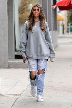 hoodie outfit casual Looks inspiration Hoodie Outfit Casual, Cute Comfy Outfits, Teen Fashion Outfits, Retro Outfits, Cute Casual Outfits, Stylish Outfits, Oversized Hoodie Outfit, Baggy Jumper Outfit, Grey Sweatshirt