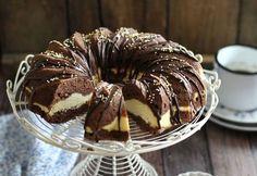 CSOKOLÁDÉS TÚRÓS KUGLÓF Pound Cake Recipes, Cookie Recipes, Dessert Recipes, Sweet Desserts, Delicious Desserts, Sponge Cake Roll, Hungarian Recipes, Dessert Drinks, Winter Food