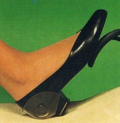 Protect your shoes while driving ! Also low heels ! Low Heels, Shoes Heels, Shoe Clips, Kinds Of Shoes, Your Shoes, Stilettos, High Heel, Pumps