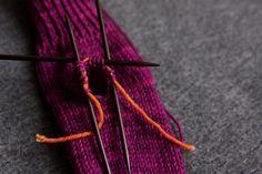 Let's Knit some super simple mittens – Tin Can Knits Knitted Mittens Pattern, Knit Mittens, Cardigan Pattern, Knitting Patterns, Crochet Mask, Knit Crochet, Knit Shrug, Knit Fashion, Free Knitting