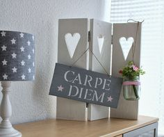 Miss lamp: DIY signs - Easy Crafts for All Diy Crafts For Bedroom, Easy Diy Crafts, Diy Craft Projects, Diy Crafts To Sell, Diy Crafts For Kids, Diy Home Decor, Diy Signs, Shabby Chic Style, Design Inspiration
