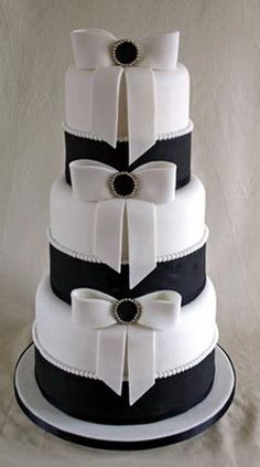 Three tier black and white wedding cake covered with white and black fondant Black White Cakes, Black And White Wedding Cake, Black Wedding Cakes, Beautiful Wedding Cakes, Gorgeous Cakes, Pretty Cakes, Amazing Cakes, Tuxedo Wedding, Perfect Wedding