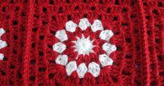 Ecco la coperta Natalizia di las tardes de ana ! tante, tantissime piastrelle rosse con fiore bianco (ha usato 22 gomitoli da...