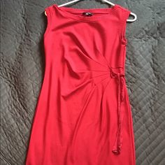 Red dress Really nice red dress. I'm 5'1 and its right above my knee. Had a beautiful scrunch detail on the side. It's in really good condition. Comes from a smoke free home❤️NEXT DAY SHIPPING (SUN-FRI)❤️ FAST SHIPPER OFFERS WELCOMED Spense Dresses Mini