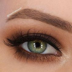 Our tips for hooded eyes will be your life saviors. Find out dos and donts for your eye shape and you will see that it is not as problematic as it seems. #makeup #makeuplover #makeupjunkie #hoodedeyes