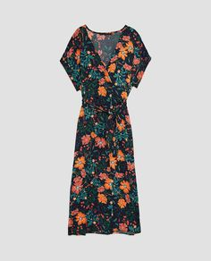 Fantastic flattering and beautiful dress. Zara Outfit, Navy Floral Dress, Dress Collection, Beautiful Dresses, Cold Shoulder Dress, Short Sleeve Dresses, My Style, Prints, How To Wear