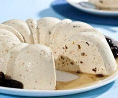 Receita de Manjar rápido de ameixa - Show de Receitas I Love Food, Good Food, Yummy Food, Pavlova, Köstliche Desserts, Delicious Desserts, Sweet Recipes, Cake Recipes, Ice Cream Cookies