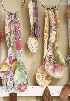 Serviettage or décopatch - more than 70 DIY ideas for a creative decor - Fashion And Hairstyle Decoupage Furniture, Decoupage Art, Decoupage Ideas, Ceramic Spoons, Wooden Spoons, Painted Spoons, Painted Wood, Diy And Crafts, Arts And Crafts
