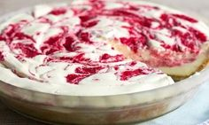This No Bake Strawberry Lemonade Pie from Bread Booze Bacon is an easy to make dessert! Bright citrus and berry flavors are swirled throughout! Pie Dessert, Cookie Desserts, No Bake Desserts, Delicious Desserts, Dessert Recipes, Desserts Fruits, Pie Recipes, Fall Recipes, Biscuits Graham