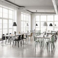 DINING / Pendant light - Muuto Studio Pendant Lamp from Surrounding. To hang above dining table. Skandinavisch Modern, Studio Lamp, Muuto, Design Bestseller, Table Furniture, Side Chairs, Dining Table, Interior Design, Room