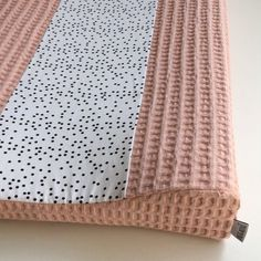 Ini & Mini Aankleedkussenhoes Dotty / Licht Roze - Bebe jou (44x72x9) Baby Tips, Baby Hacks, Diy Baby, Twins, Scrappy Quilts, Baby Things, Bed Covers, Dressmaking, Twin