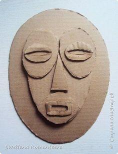 Cardboard mask art ed Cardboard Mask, Cardboard Sculpture, Cardboard Crafts, Afrique Art, Masks Art, African Masks, Arte Popular, Recycled Art, Diy Mask