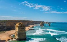 One of the mandatory stops of the Great Ocean Road in Australia is the set of sandstone towers that emerge from the sea in Port Campbell National Park the Twelve Apostles.  The action of the waves and winds continue to change the landscape so much so that the Twelve Apostles only eight remain today the last to fall was in 2005. There's still time to see some standing. Run there! ----------------------------------------------- Uma das paradas obrigatórias da Great Ocean Road é o conjunto de…