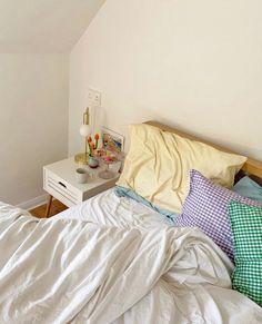 Tweets liked by 605 (@apt_605) / Twitter Apartment Inspiration, Room Inspiration, Room Ideas Bedroom, Bedroom Decor, Decor Room, Pastel Room Decor, Cozy Bedroom, Deco Studio, Minimalist Room