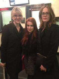 A fan getting to meet Sarah Paulson and Lily Rabe! (Lana Winters and Sister Mary Eunice).  *jealous*