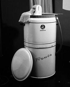 """SHL """"Frania"""" Universal, czyli pralka frania na export Retro, Kettle, Poland, Kitchen Appliances, Washing Machines, Memories, Tin Cans, History, Nostalgia"""