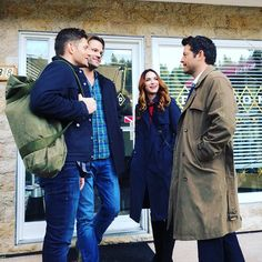 Im not watching this eps yet, but i have a slightly panic attack because what if there's no more destiel 😩 don't get me wrong, i love daneel, she and jensen are perfect couple .dean and cas.i'll go down with this ship😣😢 Dean Winchester, Dean Castiel, Supernatural Tv Show, Supernatural Seasons, Supernatural Bunker, Supernatural Pictures, Winchester Brothers, Crowley, Jensen Ackles