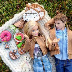 На данном изображении может находиться: 4 человека Barbie Y Ken, Barbie Top, Barbie Life, Ken Doll, Barbie House, Barbie World, Beautiful Barbie Dolls, Vintage Barbie Dolls, Barbie Happy Family
