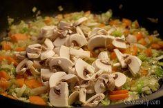 Γιουβαρλάκια με λεμονάτη κρέμα ⋆ Cook Eat Up! Pasta Salad, Food And Drink, Meat, Chicken, Ethnic Recipes, Crab Pasta Salad, Cubs