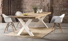 Zware houten #tafel met witte x poten. Met moderne witte #design #stoelen en een… Rustic Table, Rustic Kitchen, Homemade Furniture, Dining Room, Dining Table, Wood Furniture, Living Spaces, Sweet Home, New Homes