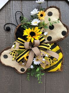 Twig & Burlap Bumble Bee Door Wreath on Mercari Bumble Bee Decorations, Bumble Bee Crafts, Bumble Bees, Wreath Crafts, Diy Wreath, Deco Mesh Wreaths, Door Wreaths, Holiday Wreaths, Holiday Crafts