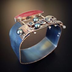 Join Vivi Magoo and Artist-in-Residence Robert Lopez as he guides students through three-days of an intense metalsmithing workshop. Metal Jewelry, Jewelry Art, Jewelry Design, Jewelry Ideas, Silver Jewelry, Titanium Jewelry, Gemstone Jewelry, Silver Bracelets, Silver Cuff