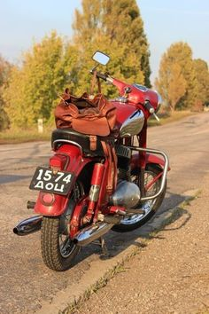jawa 360 Jawa 350, Custom Garages, Classic Bikes, Sidecar, Choppers, Bobber, Czech Republic, Cars And Motorcycles, Motorbikes