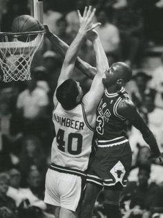 Michael Jordan dunking on Bill Lambeer!!