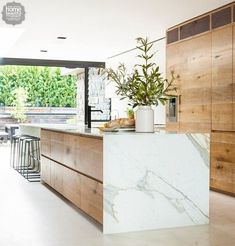 Modern Kitchen Interior - Last week, I wrote a post featuring 10 restaurant interiors to inspire your kitchen renovation Outdoor Kitchen Countertops, Modern Kitchen Cabinets, Marble Countertops, Modern Kitchen Design, Interior Design Kitchen, Kitchen Ideas, Kitchen Wood, Modern Interior, Kitchen Appliances