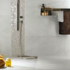 Minoli - Four Seasons - Floor Tiles and Wall Tiles: Four Seasons Mosaic Autumn 30 x 30 cm. / Stockholm Lysgrau 45 x 90 cm. Four Seasons mosaic enriches walls and spaces with mother-of-pearl effects, as if light gems embedded into the material. Grey Mosaic Tiles, White Bathroom Tiles, Mosaic Bathroom, Wall Tiles, Bad Inspiration, Bathroom Inspiration, Tile Shower Niche, Master Bath Tile, Vanity Decor