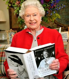 "Holding the book, ""QUEEN ELIZABETH THE QUEEN MOTHER,"" the Queen smiles as she scans its pages for the camera. The Queen has abandoned royal protocol to endorse an official biography of her mother. Prinz Philip, Celebrities Reading, Die Queen, Royal Queen, Isabel Ii, Her Majesty The Queen, Queen Of England, Queen Mother, Queen Elizabeth"