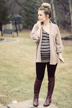 Maternity Street Style: 6 Fall Looks To Inspire Your Wardrobe Fall Maternity Outfits, Pregnancy Outfits, Maternity Wear, Maternity Fashion, Chic Maternity, Pregnancy Fashion, Maternity Styles, Maternity Tops, Maternity Winter