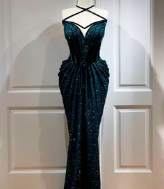 Stunning Dresses, Beautiful Gowns, Pretty Dresses, Event Dresses, Ball Dresses, Ball Gowns, Dress Outfits, Fashion Dresses, Dress Up