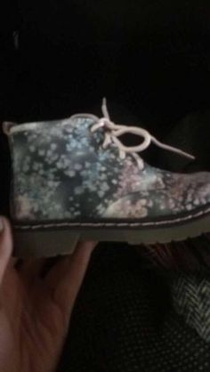 LOST-NorthamptonMy daughter has lost a shoe in Northampton town centre on 28.1.17. Has anyone picked it up?