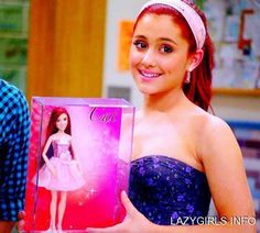 """Ariana Grande taking a picture with the new """"Cat"""" doll from """"Victorius"""". Ariana Grande Gata, Ariana Grande Victorious, Victorious Cat, Ariana Grande Doll, Victorious Nickelodeon, Ariana Grande Tumblr, Icarly And Victorious, Cat Valentine Victorious, Ariana Grande Photoshoot"""