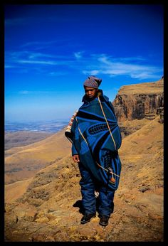 Maluti man, top of the Sani Pass, Lesotho, August 2007 Maluti African Life, African Culture, African Style, Tribal Looks, Look 2018, Urban Life, Ivory Coast, People Of The World, African Fashion