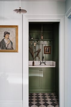 Lumière Lodge: A Couple's Thoughtfully Hued Antique Cottage Down Under (Remodelista: Sourcebook for the Considered Home) Interior, Green Bathroom, Home Remodeling, Home Decor, House Interior, Interior Design, Bathroom Decor, Vintage Cottage, Bathroom Inspiration