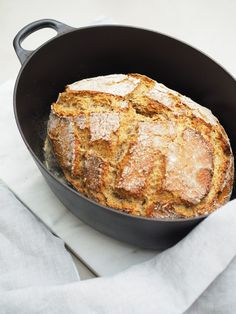 Avec Sofié l Pataleipä l Bake French bread at home. Recipe to the crusty and salty French bread through the picture. My Favorite Food, Favorite Recipes, Cake Recipes, Vegan Recipes, No Knead Bread, Cakes And More, I Love Food, No Bake Cake, Bakery
