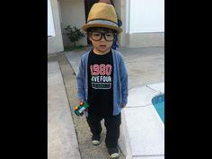 Crianças mostram seu estilo usando óculos fashion. EU QUERO!