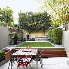 Gartengestaltung essplatz rasenfläche holz sitzbank