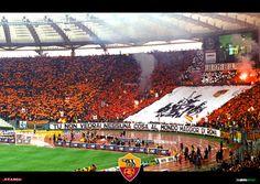 #Coreografia dei tifosi romanisti in @OfficialASRoma-@officialsslazio durante il campionato di calcio @SerieA_TIM 1999-2000