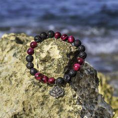 TEMPTATION  Náramek z růžového tygřího oka a černého lávového kamenu s přívěškem lotosového květu. Dyi Crafts, Beaded Bracelets, Beads, Accessories, Jewelry, Bangle Bracelets, Beading, Jewlery, Jewerly