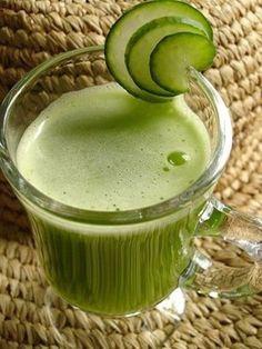 Excelente para el estómago incómodo! Ingredientes: 1 pepino, 2 manzanas, 4 ramitas de menta fresca, 1/2 pulgada de raíz de jengibre.
