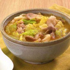 たっぷりのキャベツを豚肉と炒めてみそ仕立てのうどんを作ります。 豚の旨みと加熱して甘みが増したキャベツは相性抜群! 豆板醤の量で辛さを調整してください! Pork Recipes, Asian Recipes, Healthy Recipes, Easy Cooking, Cooking Recipes, Japenese Food, Japanese Dishes, No Cook Meals, My Favorite Food