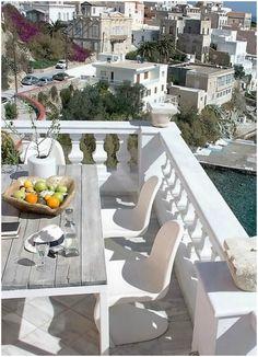 βεράντα στα Βαπόρια, Σύρος - balcony in Vaporia, Syros, Greece
