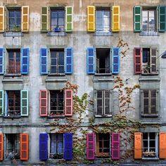"""Window shopping."" #regram @bu_khaled via @elledecor"