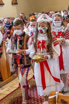 V Ždiari nedajú dopustiť na kroje. Prvé sväté prijímanie deti absolvovali v tradičnom goralskom odeve - Dobré noviny Country, Children, Young Children, Boys, Rural Area, Kids, Country Music, Child, Kids Part